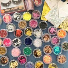 Mas o glitter como conhecemos hoje foi inventado por acaso por um maquinista!