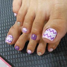 That is a cute nail art design