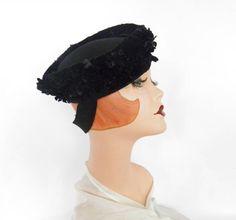Vintage 1940s tilt hat, black velvet, felt. Maynok by TheVintageHatShop on Etsy