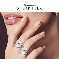 The lavish Majestic Feathers ring from the Autumn collection 2015 will make heads turn! The statement ring with 132 shimmering stones is a true representation of PANDORA's commitment to high-quality craftsmanship.