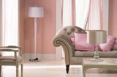 Salotto con parete rosa