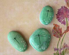 DIY Easy Animal Painted Rocks Ideas to Make Nice Painters Stone Art For Beginner Rock Painting Ideas Easy, Rock Painting Designs, Paint Designs, Pebble Painting, Pebble Art, Stone Painting, Dragonfly Painting, Dragonfly Art, Stone Crafts