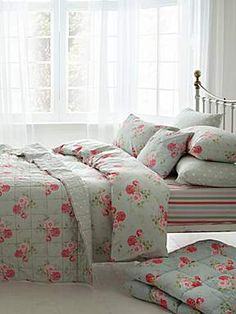 Cath Kidston - floral print on bed covers Pretty Bedroom, Dream Bedroom, Home Bedroom, Girls Bedroom, Bedroom Ideas, Bedrooms, Master Bedroom, Shabby Cottage, Shabby Chic