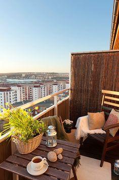 Een klein, maar gezellig balkon.