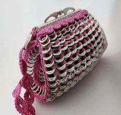 Soda can tab purse. More creations on page: https://www.facebook.com/ArjasUni