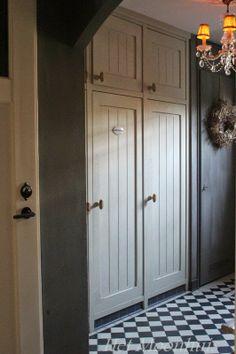 Het Moonhuis (deuren geverfd met kalkverf)