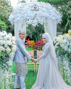 New garden party wedding muslim Ideas Muslim Wedding Gown, Hijabi Wedding, Muslimah Wedding Dress, Hijab Bride, Wedding Dresses, Wedding Photography Poses, Wedding Poses, Foto Wedding, Garden Dress