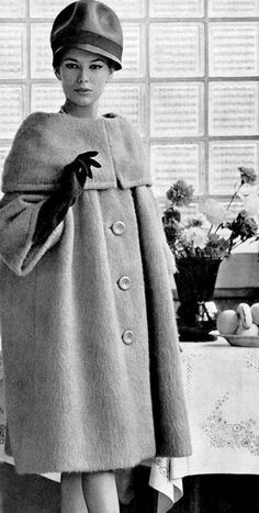 Vintage Fashion Pierre Cardin Coat, photo by Georges Saad, 1959 Vintage Vogue, Moda Vintage, Vintage Glam, Fifties Fashion, Retro Fashion, Vintage Fashion, 1950s Style, Vintage Outfits, Vintage Dresses