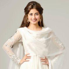 She is soo pretty and she is a actress and a model love her she my favourite actor. Pakistani Models, Pakistani Girl, Pakistani Actress, Pakistani Outfits, Beautiful Muslim Women, Beautiful Hijab, Beautiful Dresses, Sajal Ali, Pakistan Fashion