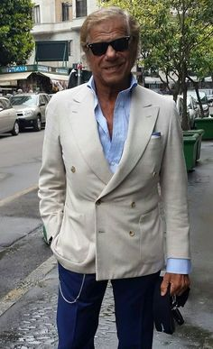 On the crest of a wave since Al Bazar Milano is a landmark for who loves style, class and elegance. Summer Fashion Outfits, Love Fashion, Fashion Looks, Mens Fashion Suits, Mens Suits, Handsome Older Men, Italian Street, Casual Wear For Men, Summer Suits