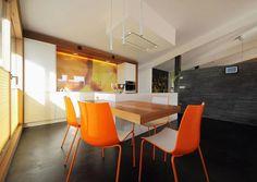 Novy High'line Deckenhaube in einer Küche von 'die Küche / poggenpohl by Untermarzoner'