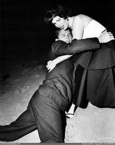 Kiss Me Deadly (1955) {{{ I love this scene, shot, and movie so much I don't care how many times I rep in it }}}