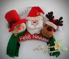 Pin by Monica Rey on Navidad Snowman Christmas Decorations, Beaded Christmas Ornaments, Christmas Fabric, Christmas Items, Diy Christmas Gifts, Christmas Projects, Felt Ornaments, Christmas Holidays, Christmas Wreaths