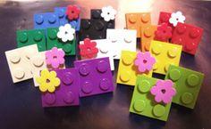 Gli anelli Lego sono pronti per essere indossati e, così, ricordarti i giochi con le costruzioni della tua infanzia. www.e-cogift.com