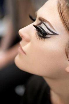 Maquillage inspiré du ballet dans le défilé Dior