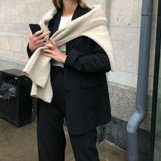 Instagram post by Jenny Jensen • Jan 16, 2020 at 10:03am UTC Minimalist Wardrobe Essentials, Capsule Wardrobe Essentials, Minimal Outfit, Minimal Fashion, Minimal Style, Cold Weather Fashion, Cold Weather Outfits, Unisex, Fashion Outfits