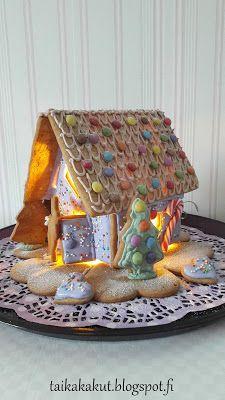 Tarun Taikakakut: Piparkakkutalo 2017 Thatched Roof, Gingerbread Houses, Biscuits, Art, Crack Crackers, Art Background, Cookies, Kunst, Biscuit