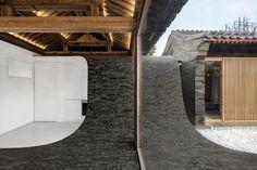 Gallery of Twisting Courtyard / ARCHSTUDIO - 18