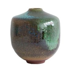 The Ookii (大きい - 'big' in Japanese) Vase is a one-of-a-kind hand thrown vase. The vase is thrown right here in our Copenhagen studio, it then dries for 4-6 week