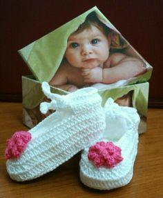 """Patucos """"bailarinas"""" realizadas por mí, en ganchillo/crochet. :)"""