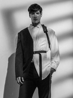 model:Aaron Gatward photographer:Thomas Goldblum stylist:Azza Yousif, for the latest issue of Hercules Universal. High Fashion Men, Kpop Fashion, Fashion Models, Fashion Show, Mens Fashion, Fashion Outfits, Fashion Design, Fashion Portraits, Modelos Fashion