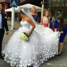 Cheap vestido de noiva, Buy Quality de noiva directly from China cathedral train Suppliers: Ball Gowns Wedding Dress 2017 Handmade Butterfly Sweetheart Cathedral Train Dainty Bridal Wedding Gowns Dresses vestido de noiva Bridal Dresses 2018, Princess Wedding Dresses, Wedding Bridesmaid Dresses, Dream Wedding Dresses, Wedding Gowns, Ivory Wedding, Ugly Wedding Dress, Dubai Wedding, Princess Bridal