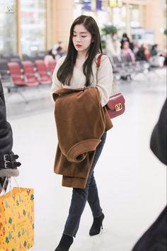 Photo album containing 32 pictures of Irene Pop Fashion, Fashion Design, Red Velvet Irene, Velvet Fashion, Airport Style, Airport Fashion, Seulgi, Twitter, Leather Backpack