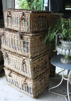 old wicker baskets Old Wicker, Wicker Trunk, Wicker Baskets, French Baskets, Vintage Baskets, Vintage Suitcases, Wood Floor Pattern, Wood Parquet, French Country Decorating