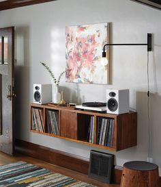 Floating shelf unit with record collection record shelf, vinyl record storage, record player stand Deco Cool, Music Corner, Vinyl Room, Vinyl Storage, Vinyl Shelf, Lp Storage, Audio Room, House And Home Magazine, Home Decor Ideas