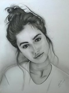 Pencil Drawings Tumblr, Pencil Drawings Of Girls, Pencil Portrait Drawing, Portrait Sketches, Cool Drawings, Drawing Portraits, Realistic Drawings, Sketches Of Girls Faces, Sketches Of People