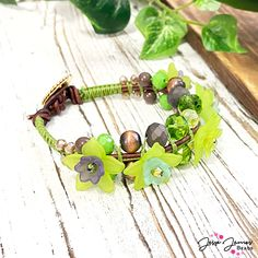 Avocado isn't just great on toast 🥑 it makes a fun bracelet too! Check out the tutorial to learn how to make this Guac-tastic bracelet.