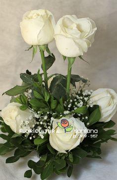 Arranjo de Rosas brancas montado com carinho para mesa dos convidados em festa.  #arranjo #rosas #festa #mesa