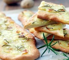 Skønne tynde sprøde kartoffelbrød Yummy Eats, Yummy Food, Simply Recipes, Recipes From Heaven, Appetisers, Healthy Cooking, Food Inspiration, Tapas, Vegetarian Recipes