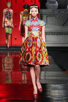 Sebastian Gunawan Le Route de la Soie 05jpg Oriental Dress, Oriental Fashion, Asian Fashion, Dress Outfits, Fashion Dresses, Dress Up, Sebastian Gunawan, Cheongsam Modern, Hotel Uniform
