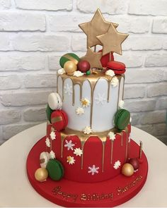 Absolutely festive: A Birthday Christmas cake. Christmas Themed Cake, Christmas Cake Designs, Christmas Cake Decorations, Christmas Cupcakes, Christmas Sweets, Holiday Cakes, Noel Christmas, Christmas Baking, White Christmas