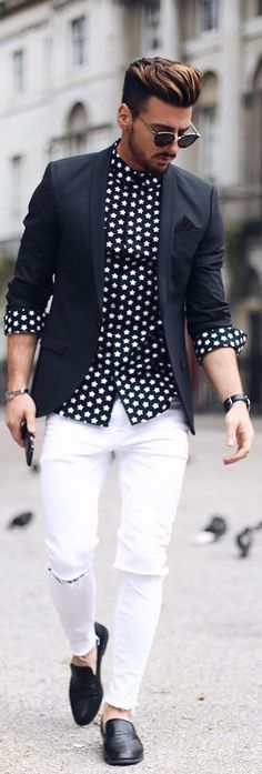 Inject a casual touch into your day-to-day styling arsenal with a black blazer and white ripped skinny jeans. A pair of black leather loafers easily ramps up the fashion factor of your ensemble. Stylish Outfits, Fashion Outfits, Fashion Trends, Ootd Fashion, White Ripped Skinny Jeans, Semi Formal Outfits, Smart Casual Men, Hommes Sexy, Dapper Men