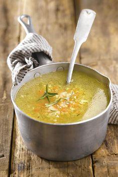 La sopa juliana con verduras también es una eficaz sopa para bajar de peso Lunch Recipes, Soup Recipes, Diet Recipes, Healthy Recipes, Slow Food, Caldo Detox, Sopas Light, Yummy Veggie, English Food