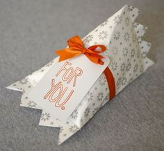 wrapping soft objects or anything that's not a perfect box can be hard, but this is a cute way to wrap something that's not so easy to wrap!