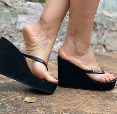 Platform Flip Flops, Platform Wedge Sandals, Sexy Legs And Heels, Black High Heels, Feet Soles, Women's Feet, Shoes Flats Sandals, Beautiful Toes, Sexy Toes