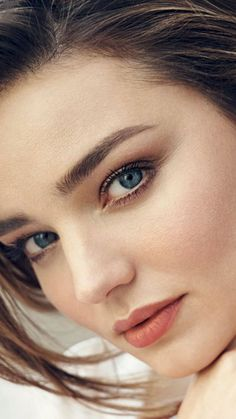 Miranda Kerr, beautiful model, 2018, 720x1280 wallpaper Most Beautiful Eyes, Beautiful Girl Image, Beautiful Models, Cute Beauty, Beauty Full Girl, Beauty Women, Miranda Kerr Wallpaper, Miranda Kerr Style, Miranda Kerr Makeup