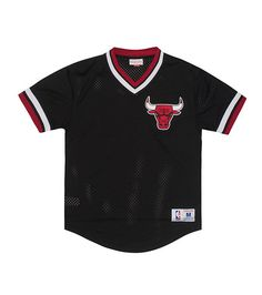 c912c4f08 MITCHELL AND NESS V neck collar Ribbed short sleeves Mesh fabric for  ventilation Chicago Bulls logo.