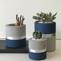 Best 12 Set of 3 concrete pots cement planters pencil holder modern home decor industrial style beton deko small square pot for office – SkillOfKing. Cement Art, Concrete Pots, Concrete Crafts, Concrete Projects, Concrete Planters, Painted Plant Pots, Boutique Deco, Diy Home Crafts, Plant Decor