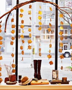 We're really feeling the fall inspo with this adorable window display from @mooreaseal in Seattle, WA! (Photo: @mooreaseal; Styling: @karagolenz)