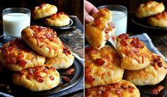 Domácí houstičky plněné sýrem a slaninou