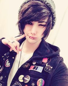 I want to make you happy.i want to wake up every morning next to you. Cute Emo Couples, Cute Emo Guys, Hot Emo Boys, Emo Love, Emo Girls, Guys And Girls, Emo Boy Hair, Emo Scene Hair, Emo Hair For Guys