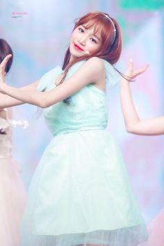 180823 엠카 #프로듀스48 기억 조작단-너에게 닿기를 #김채원 #izone Sakura Miyawaki, Yu Jin, Japanese Girl Group, Kim Min, Pretty And Cute, Short Skirts, Kpop Girls, Korean Girl, Ulzzang