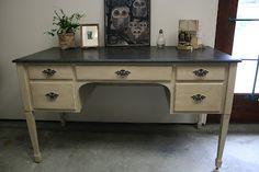 Reloved Rubbish: Graphite and Old Ochre Desk Chalk Paint Desk, Graphite Chalk Paint, Rustoleum Chalk Paint, Chalk Paint Projects, Chalk Paint Furniture, Diy Projects, Chalk Painting, Paint Ideas, Project Ideas