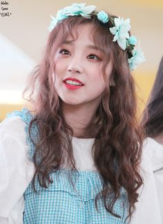 Yuqi is so pretty ♡ Look at her sparkling eyes
