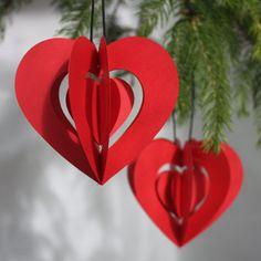 Rød julestemning med dansk producerede håndlavede mobiler og kunstklip