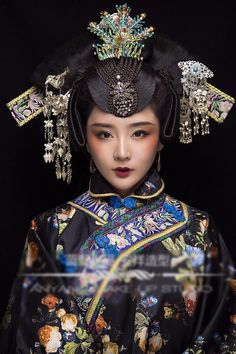 Asian Lady in Black & Blue Chinese Traditional Costume, Traditional Fashion, Traditional Dresses, Oriental Dress, Oriental Fashion, Asian Fashion, Photografy Art, Costume Ethnique, Art Asiatique